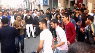 Koma Se Bira Taksim Govend U Stranen Kurdi